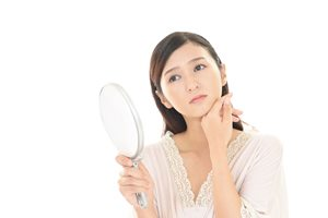 あごにできる白くプツプツした角栓……原因と改善方法とは?