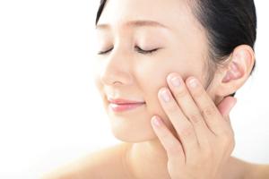 化粧水が浸透しない……「肌のザラつき」を引き起こす原因と予防方法