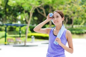 その肌荒れの原因は汗かも? 正しい汗対策で肌荒れを防ごう