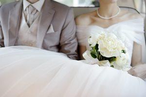 汗だくな花嫁にならない! ウェディングドレスの脇汗対策