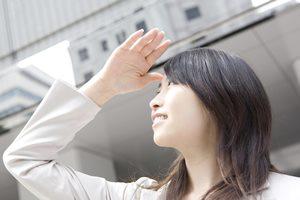 紫外線が「目の下のクマ」を作る! 予防・改善方法とは