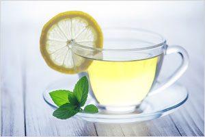 朝一杯の「ホットレモン水」で美肌作り&風邪知らずに!