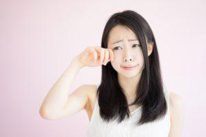 泣いた後に目が腫れるのはナゼ? 意外な原因と腫れを防ぐケア方法