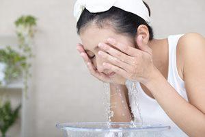 ダブル洗顔にメリットはある? ない? 肌に与える影響と注意ポイント