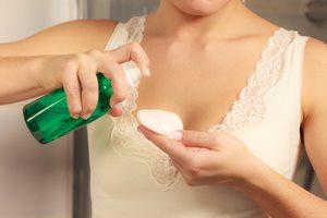 汚れや古い角質をやさしく取り除く「拭き取り化粧水」の使い方
