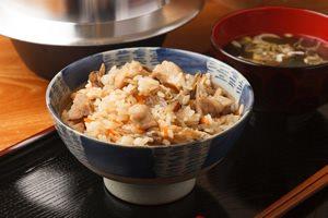 料理が苦手でもOK! 簡単&美容に嬉しい「炊き込みご飯」3選