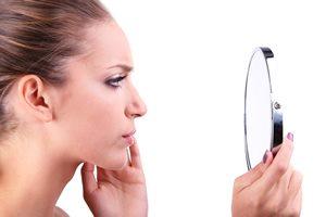 顔のエラ張りが気になる……! 自分で改善する方法はあるの?