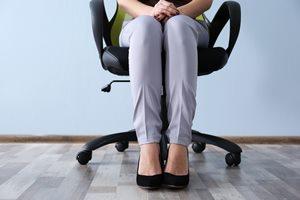 絶対バレたくない! オフィスでできる足の臭い対策法5つ