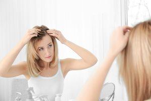 どうして冬だけフケが? 冬に頭皮が乾燥しやすい理由と対処法