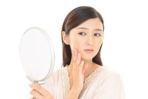 オバサン顔の要因になるほうれい線が「片方」だけ目立つ原因とは?