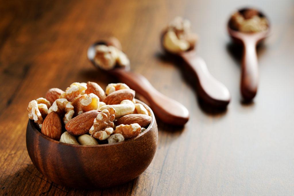 ナッツを組み合わせて美肌と健康を同時に手に入れよう!