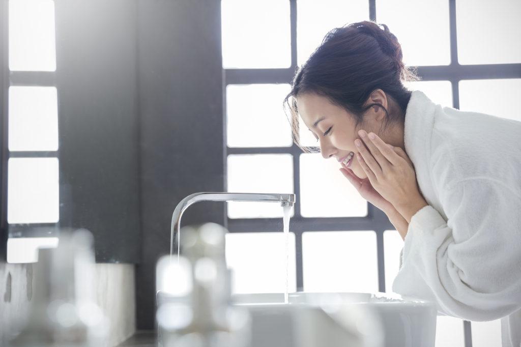 汚い肌は洗い方が原因? 正しい洗顔とスキンケアで透明感を取り戻そう