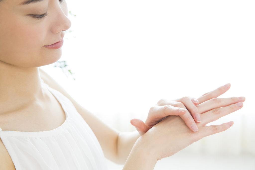 手の甲にシミができる原因&今日から始めたい予防ケア