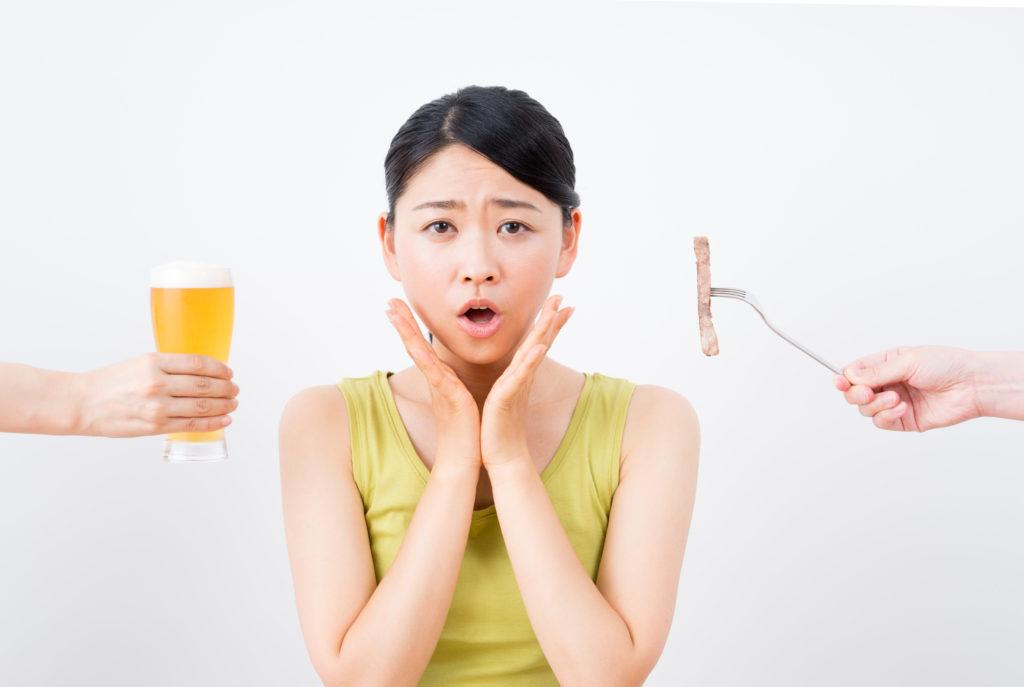 夏のビールが美肌の敵に…… アルコールと肌の関係って?