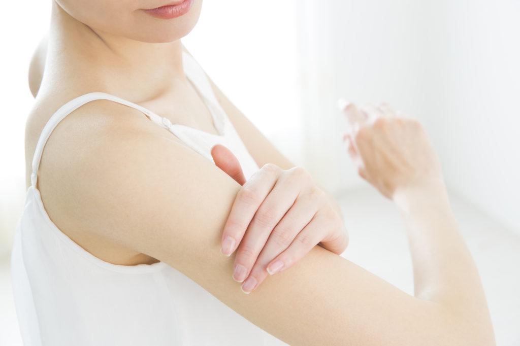 二の腕のブツブツは「毛孔性角化症」かも……改善する方法とは