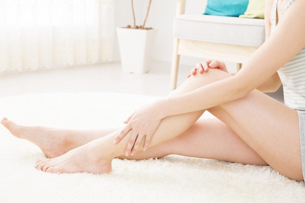 足の「赤い毛穴」は危険なサイン? 原因と対策方法をチェック!