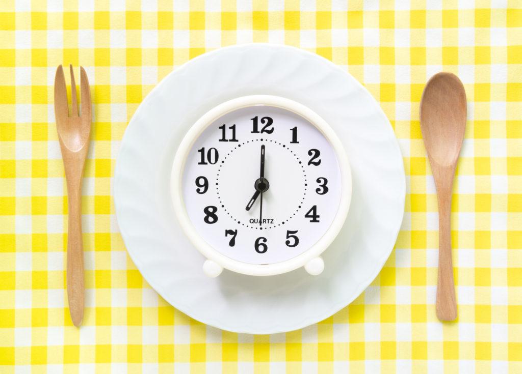 意識するだけで太りにくい! ダイエットに適した夕食の時間帯