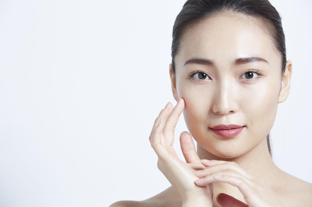 顔がすぐにテカる…… 化粧崩れやテカりを防ぐ方法とは