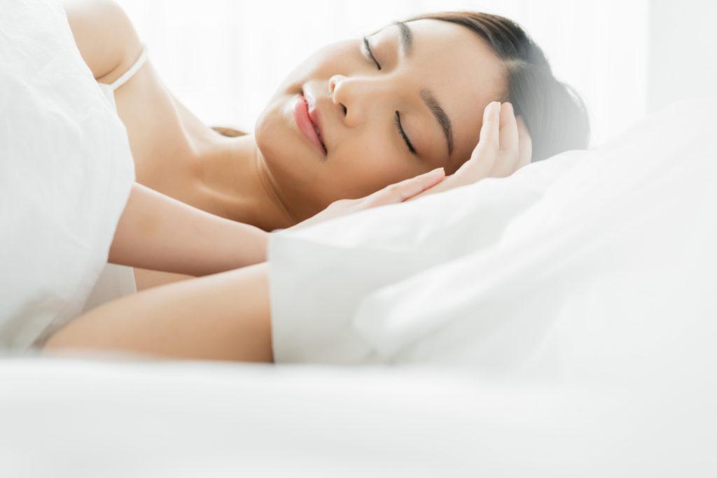ニキビの予防には「睡眠」が重要! どのように眠るべき?