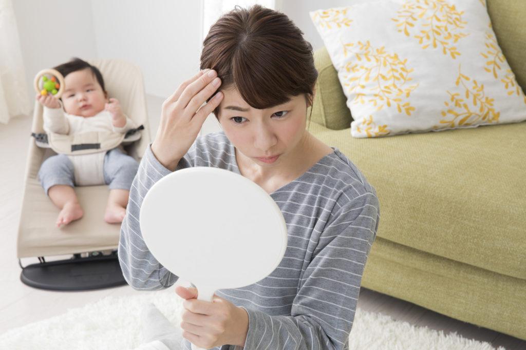 産後は髪質が変わりやすい……考えられる原因とケア方法は?