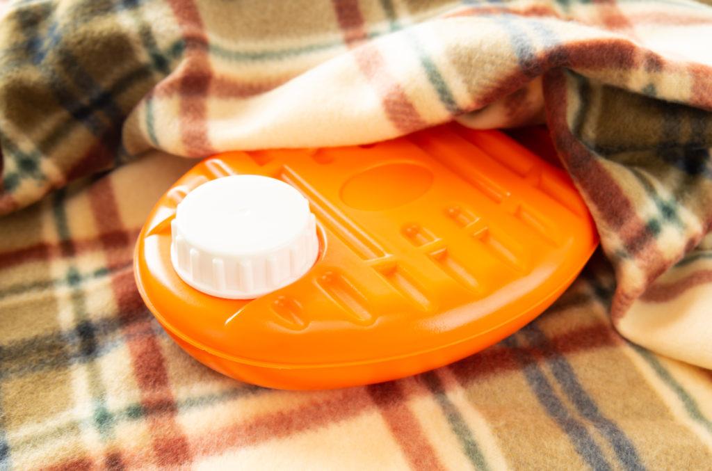 冷えや肩こり対策には湯たんぽがお勧め! 冬を乗り切る湯たんぽの使い方