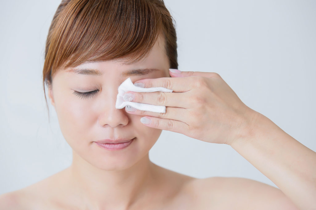 目元の乾燥・くすみを防ぐ! アイメイクの正しいクレンジング方法