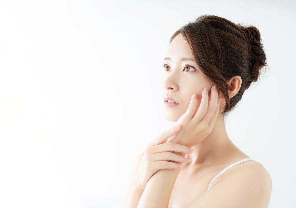 たるみで顔の毛穴が気になる…… 改善する方法とは?