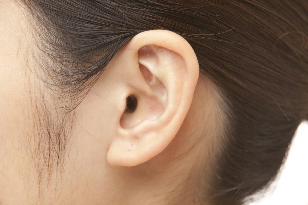 痛い&目立つ「耳ニキビ」……意外な原因とケア方法は?
