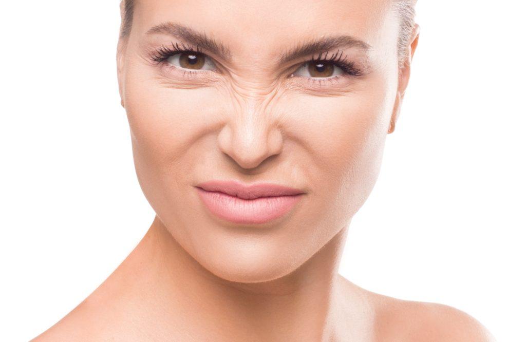 「鼻の上のシワ」はオバサン顔の原因に! 解消方法はある?